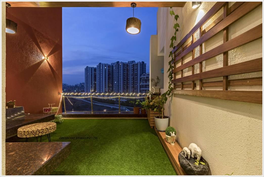 Terrace:  Terrace by GREEN HAT STUDIO PVT LTD,Modern