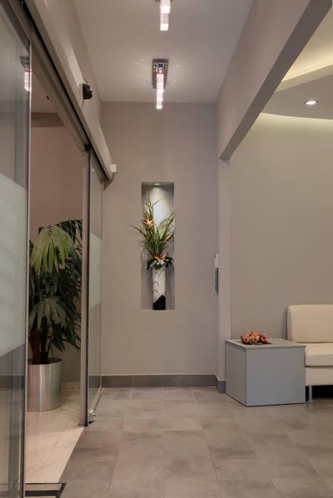 ARTERRA MİMARLIK LTD.ŞTİ. – GİRİŞ HOLÜ:  tarz Ofisler ve Mağazalar