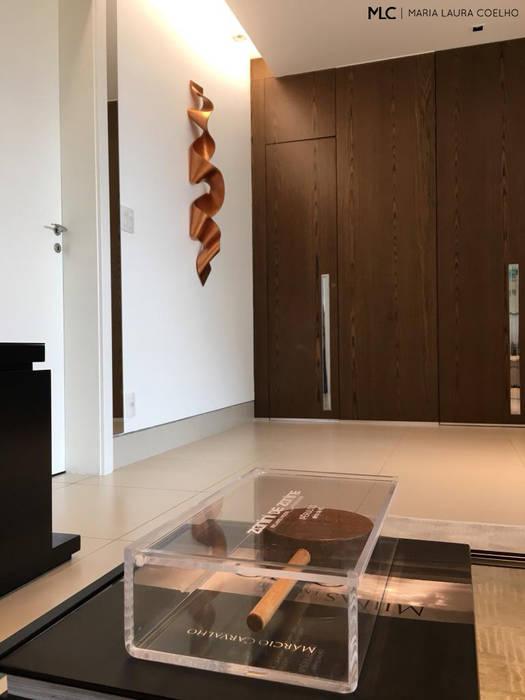 Living room by Maria Laura Coelho, Modern
