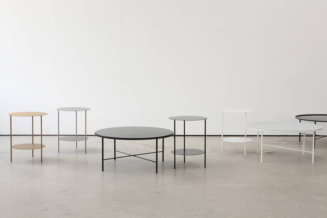Basic Round Side Table [Black.White]: PLUSTAN. 플러스탠의  거실