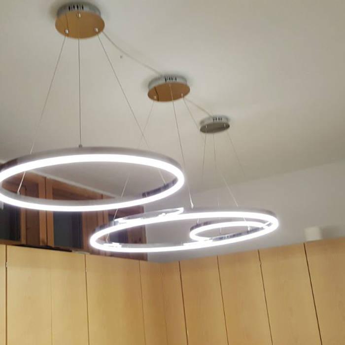 Arztpraxis in München mit modernen LED-Ringleuchten:  Arbeitszimmer von Licht-Design Skapetze GmbH & Co. KG