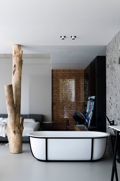 Industrial style bathroom by l i n e a r c h i t e c t s Industrial