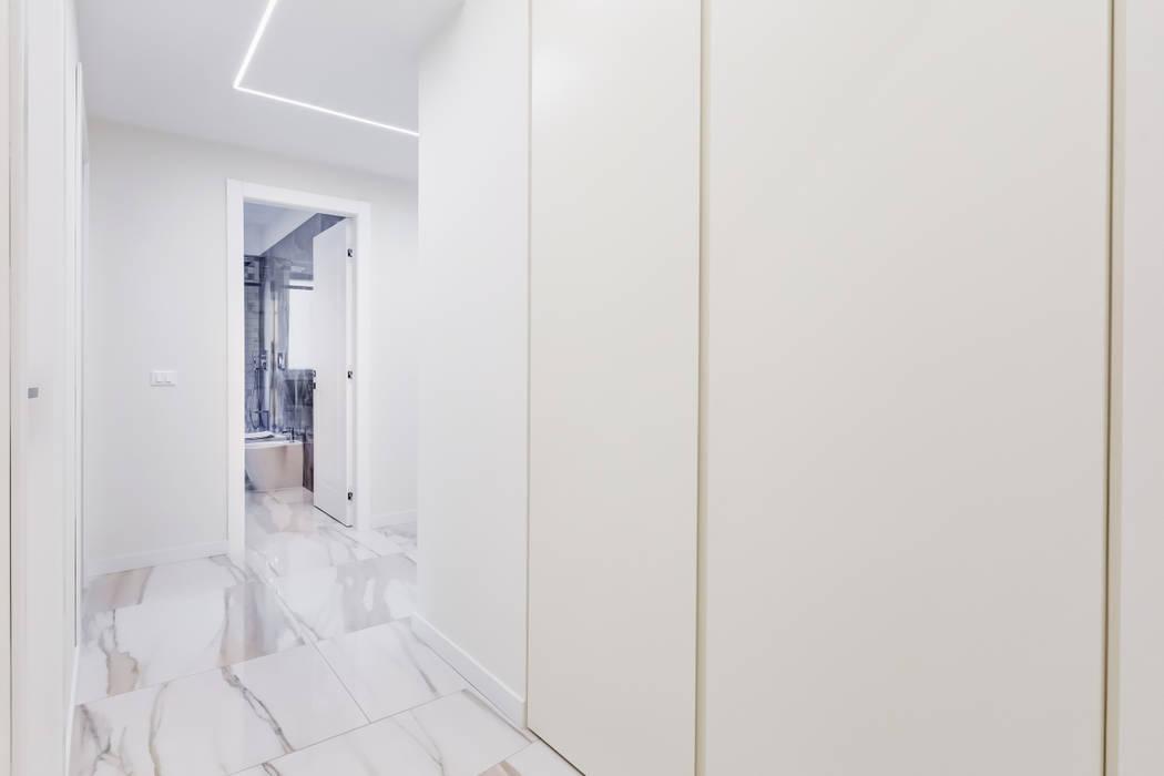 Savio Residence Ingresso, Corridoio & Scale in stile moderno di EF_Archidesign Moderno