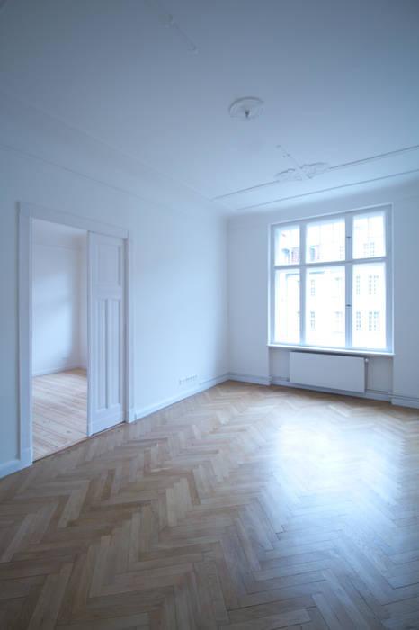 Komplettsanierung einer Altbauwohnung in Berlin-Neukölln:  Esszimmer von Holzeco GmbH - Komplettsanierungen in Berlin
