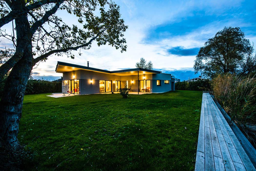 Casas pequeñas de estilo  por Schandl Architekten