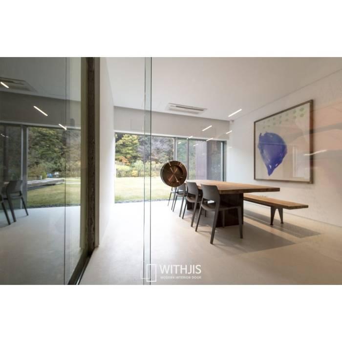Moderne Bürogebäude von WITHJIS(위드지스) Modern Glas