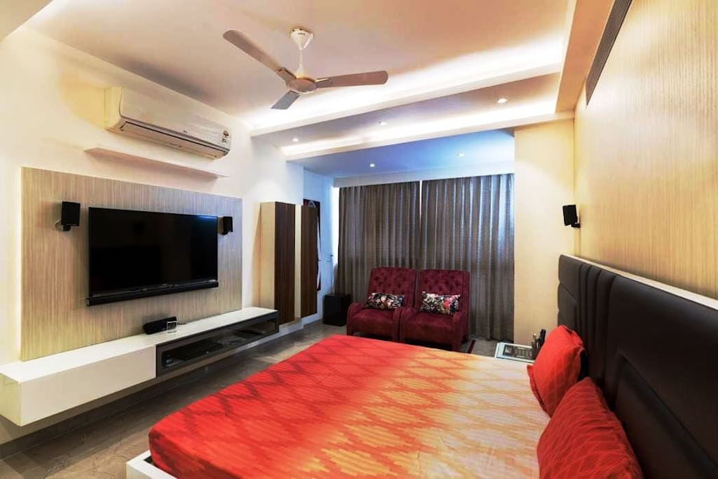 Master Bedroom- Residence on Golf Course Road:  Bedroom by The Workroom
