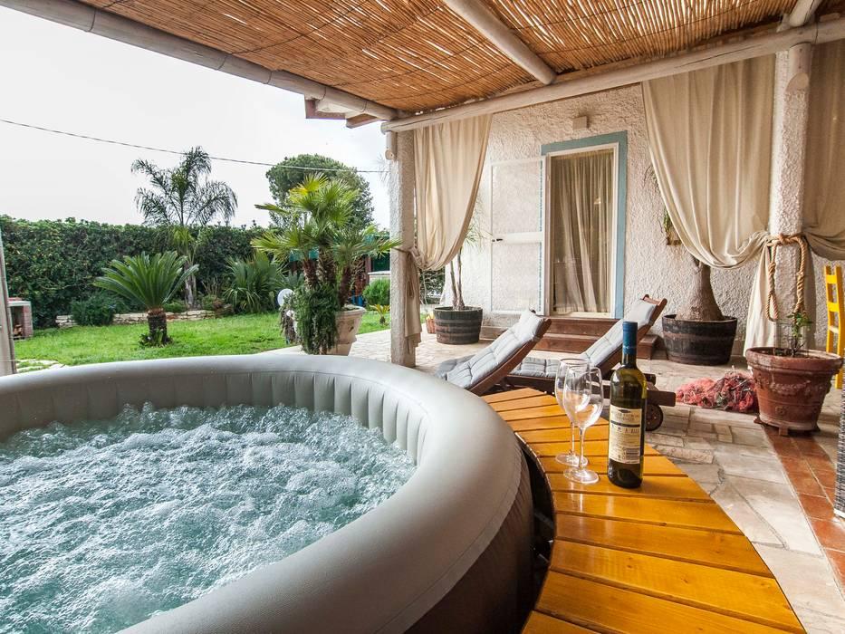 Villa Costa: Giardino anteriore in stile  di Silvia Cubeddu architetto , Minimalista