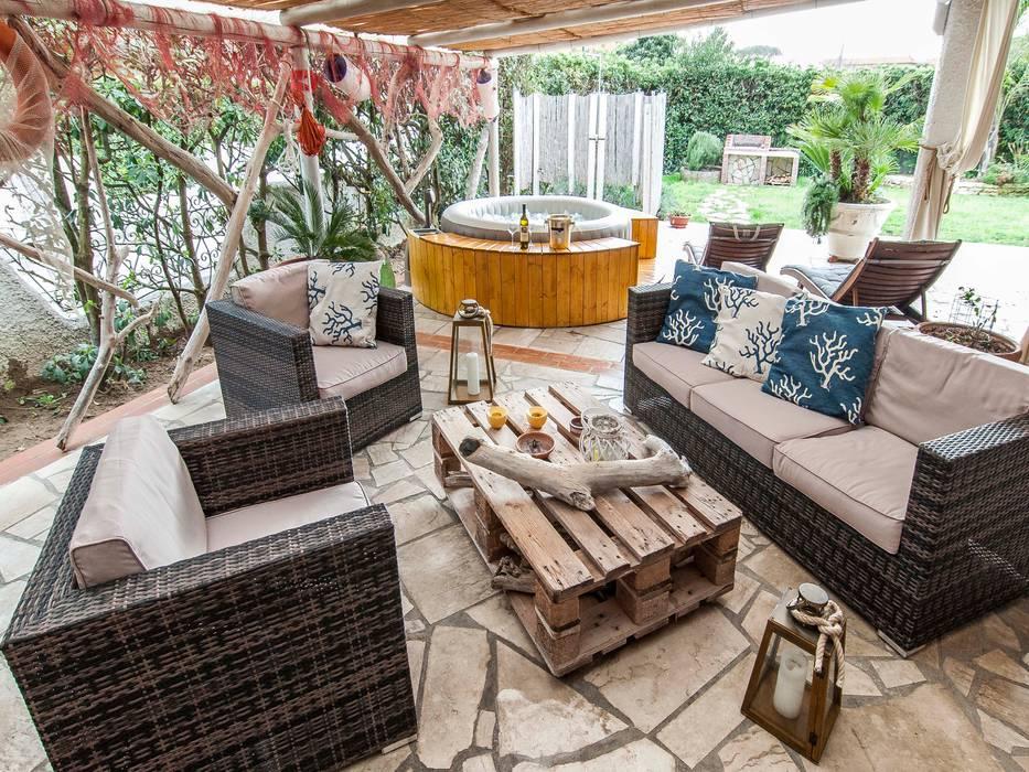 Villa Costa: Giardino anteriore in stile  di Silvia Cubeddu architetto