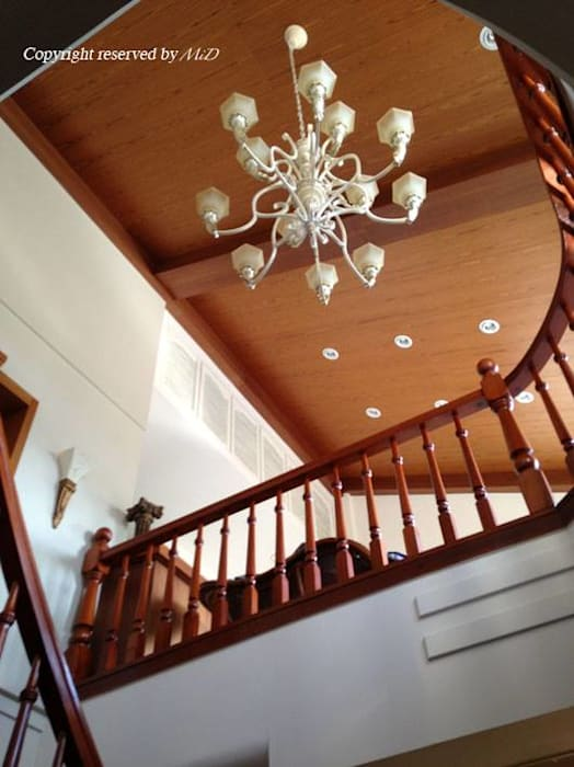 Stairs by 麥斯迪設計, Classic Solid Wood Multicolored