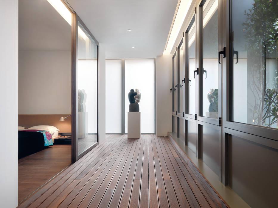 張宅 Chang Residence:  陽台 by  何侯設計   Ho + Hou Studio Architects ,