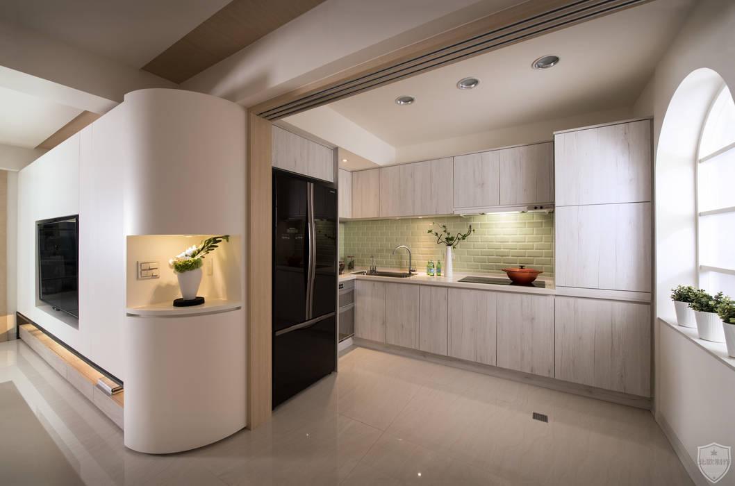 夏荷 裳 | Summer Lotus 現代廚房設計點子、靈感&圖片 根據 北歐制作室內設計 現代風
