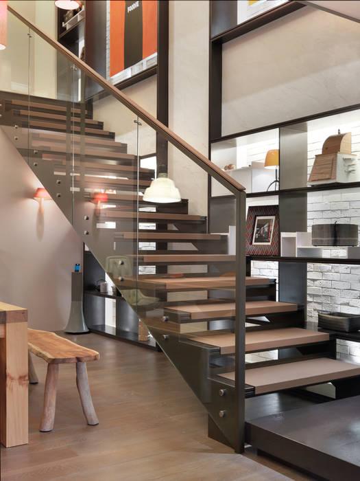 樓中樓住宅 Duplex Residence:  樓梯 by  何侯設計   Ho + Hou Studio Architects
