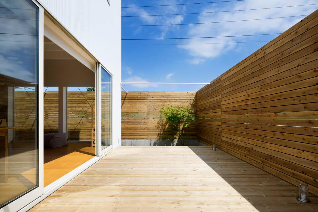 HOUSE-Y: N.A.Oが手掛けたテラス・ベランダです。