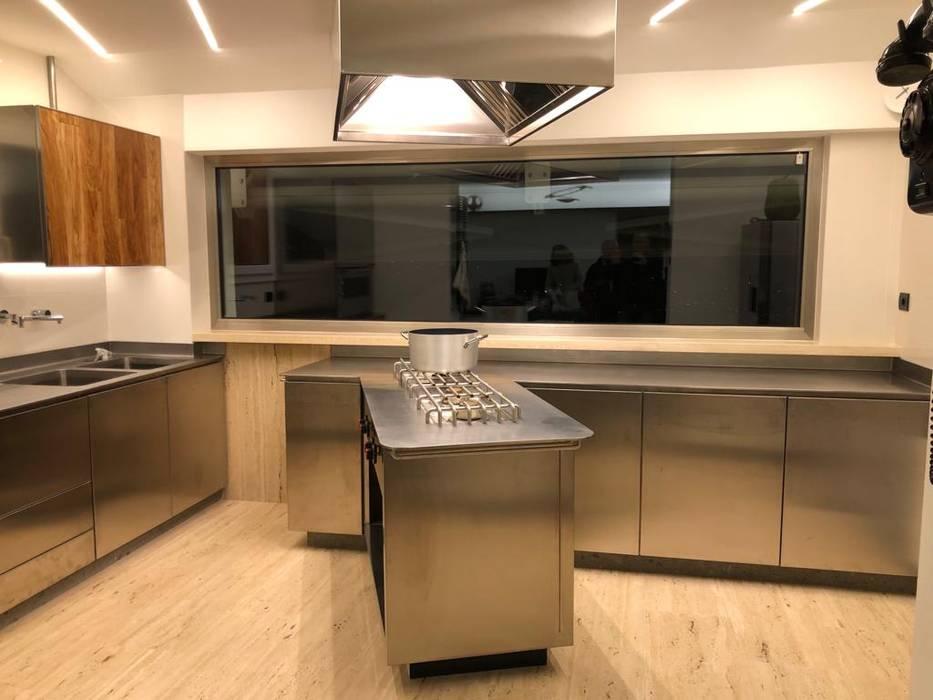 Cucine moderne legno e acciaio : cucina in stile di falegnameria su ...