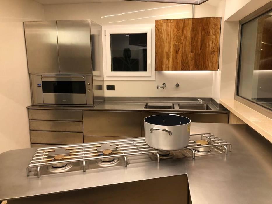 Cucine moderne acciaio e legno : cucina in stile di falegnameria su ...