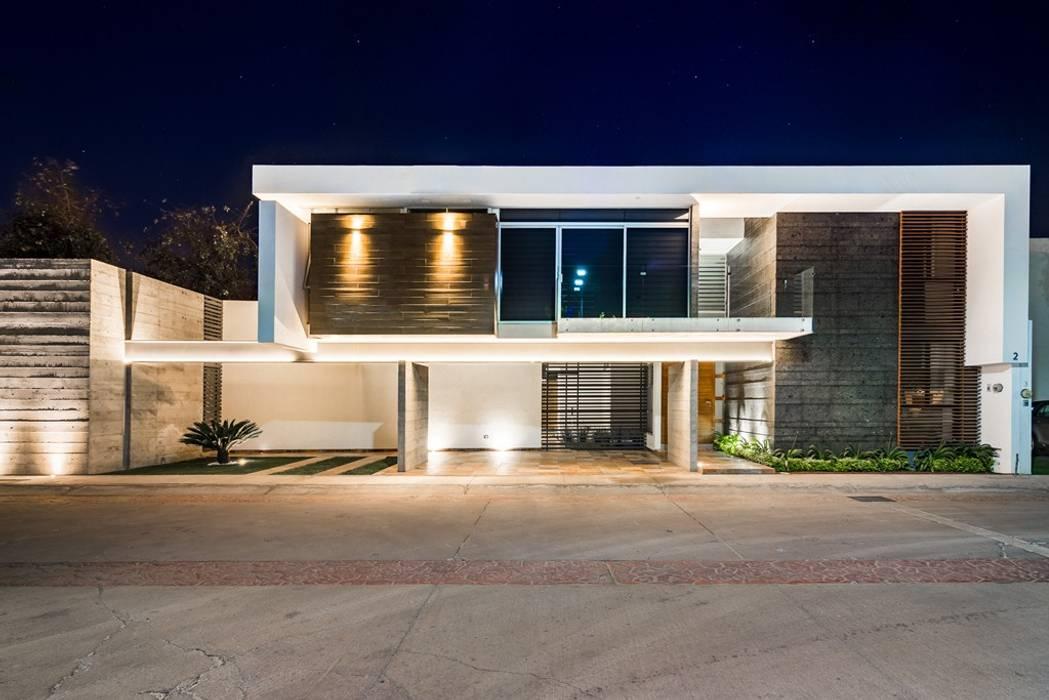 by Esquivias + Esquivias, Arquitectos