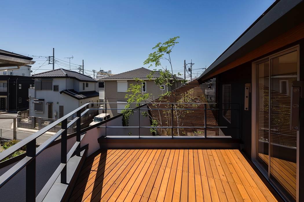 Balcón de estilo  de ポーラスターデザイン一級建築士事務所, Ecléctico