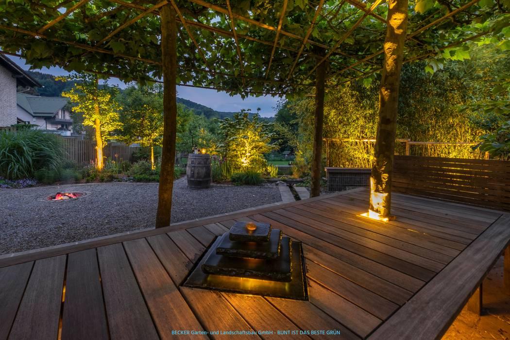 Jardines de estilo  por BECKER Garten- und Landschaftsbau GmbH, Moderno
