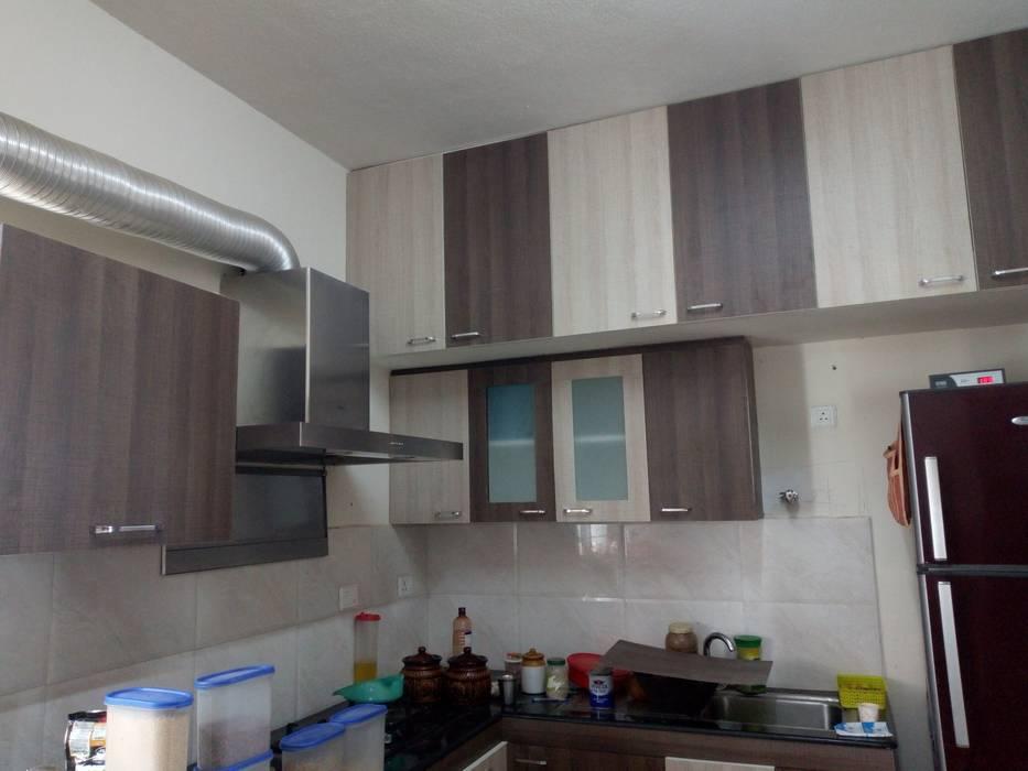 Cocinas equipadas de estilo  por TI CONSTRUCTION AND INTERIORS