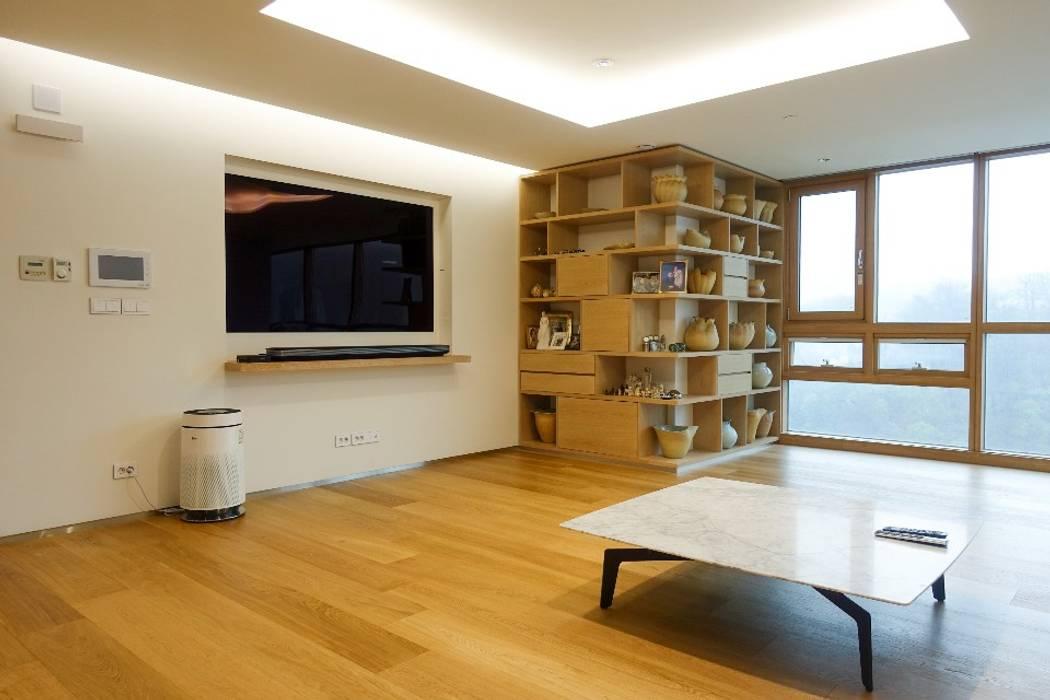Modern Living Room by AVANT DESIGN GROUP Modern Wood Wood effect