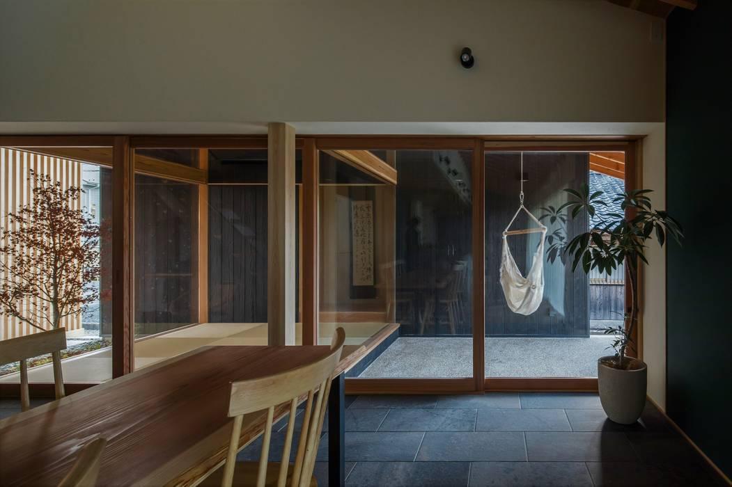 terasho house: ALTS DESIGN OFFICEが手掛けたテラス・ベランダです。,和風