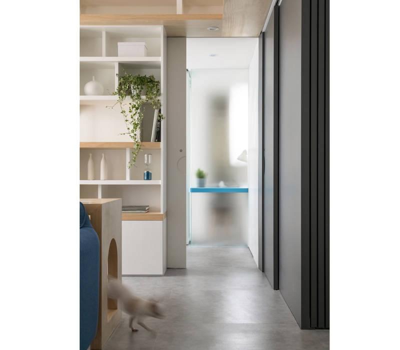 Couloir et hall d'entrée de style  par 寓子設計, Scandinave