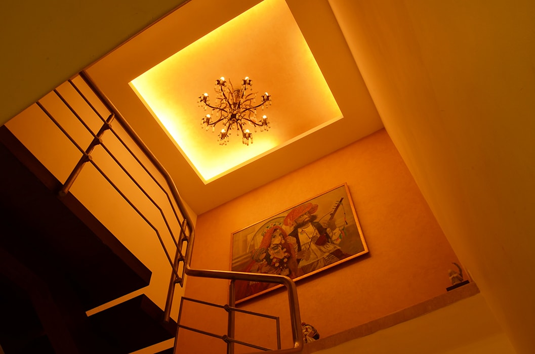 IMPERIAL TOWER, TARDEO, MUMBAI Classic style walls & floors by Aesthos Interior Design and Consultancy Classic