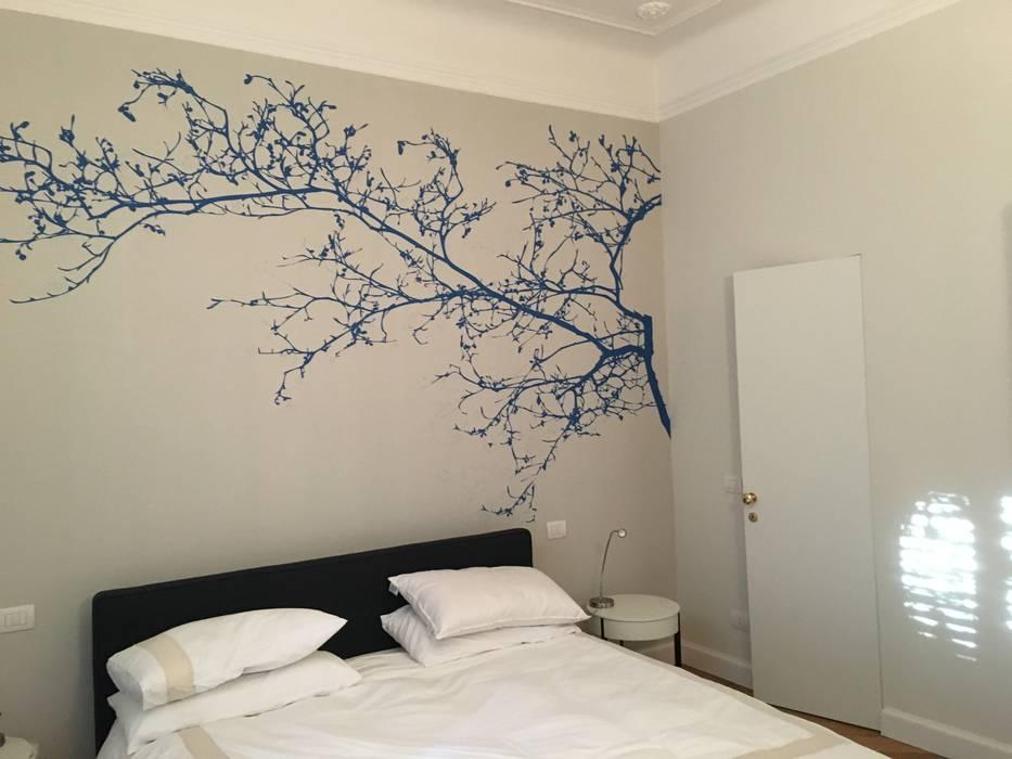 camera da letto: Camera da letto in stile  di francesca cutini architetto