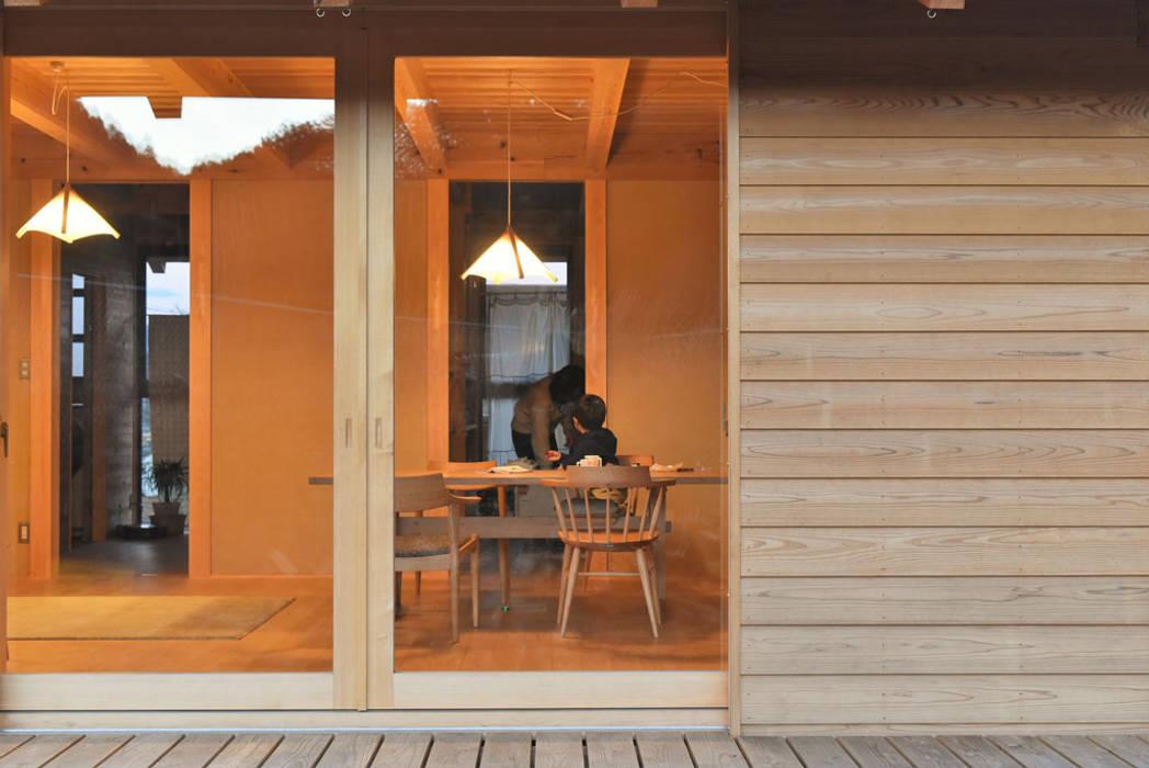 Puertas de estilo  por 水野設計室,