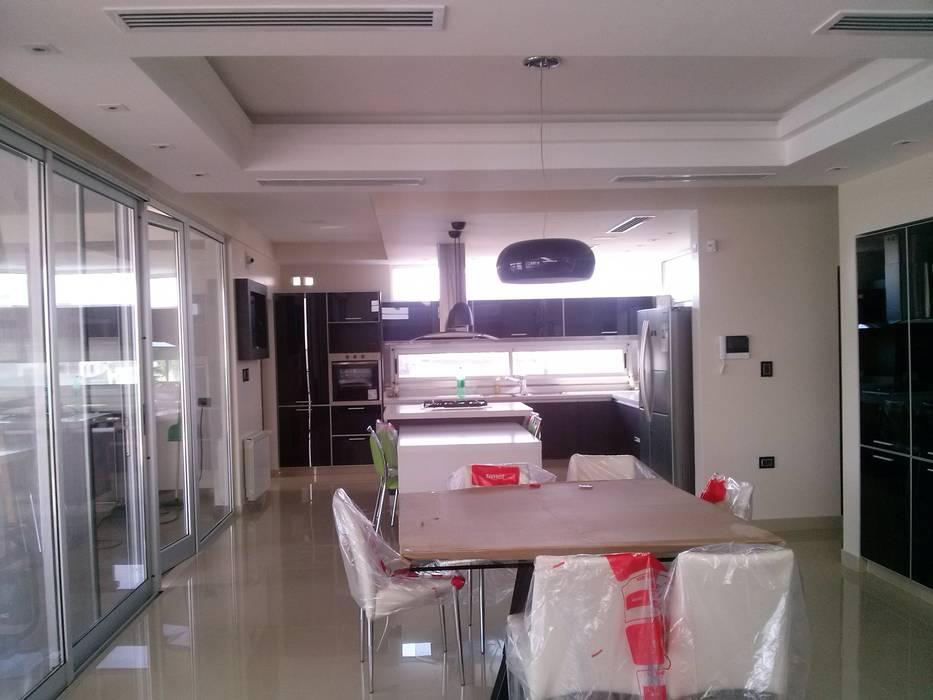 Modern Dining Room by Alejandro Acevedo - Arquitectura Modern Glass