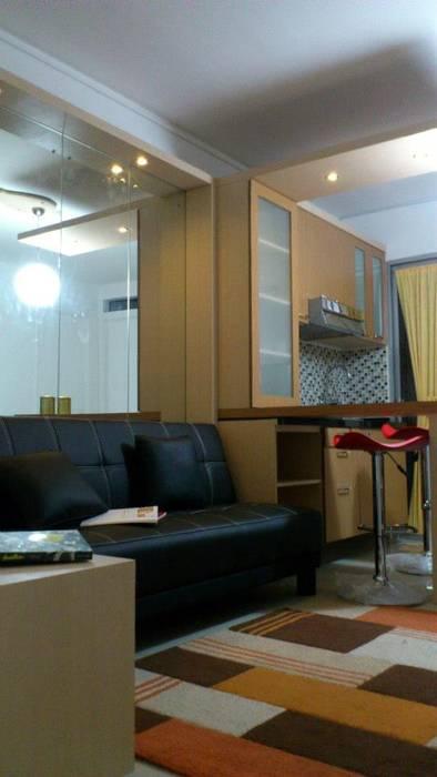 Apartemen Green Palace Kalibata : Ruang Keluarga oleh PT Solusi Eka Optima,