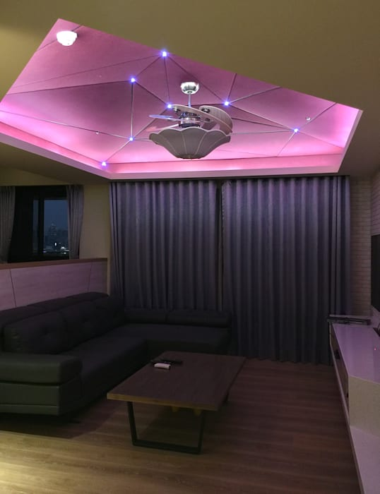 客廳/獨特的線條切割天花板 现代客厅設計點子、靈感 & 圖片 根據 圓方空間設計 現代風 合板