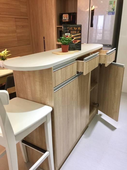 廚房/小巧精緻的中島設計 根據 圓方空間設計 現代風 合板