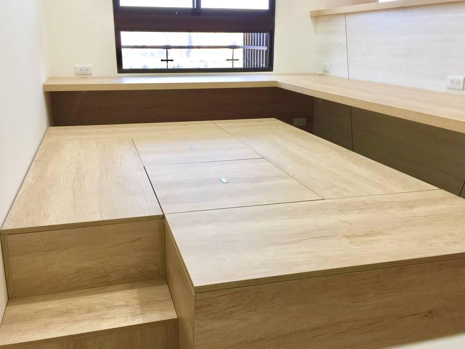 書房/開放式設計連結了一家人:  書房/辦公室 by 圓方空間設計