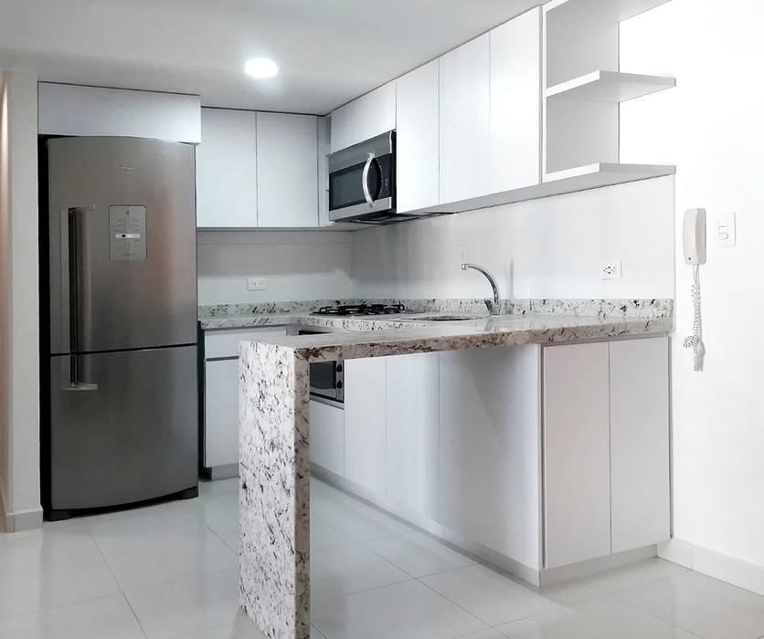 Cocina integral en granito Andino White de Remodelar Proyectos Integrales Moderno Granito