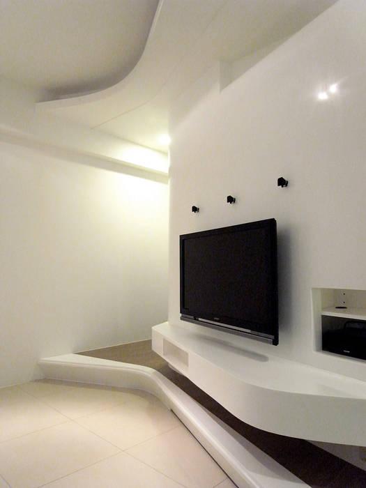 Salas de estilo moderno de 形構設計 Morpho-Design Moderno