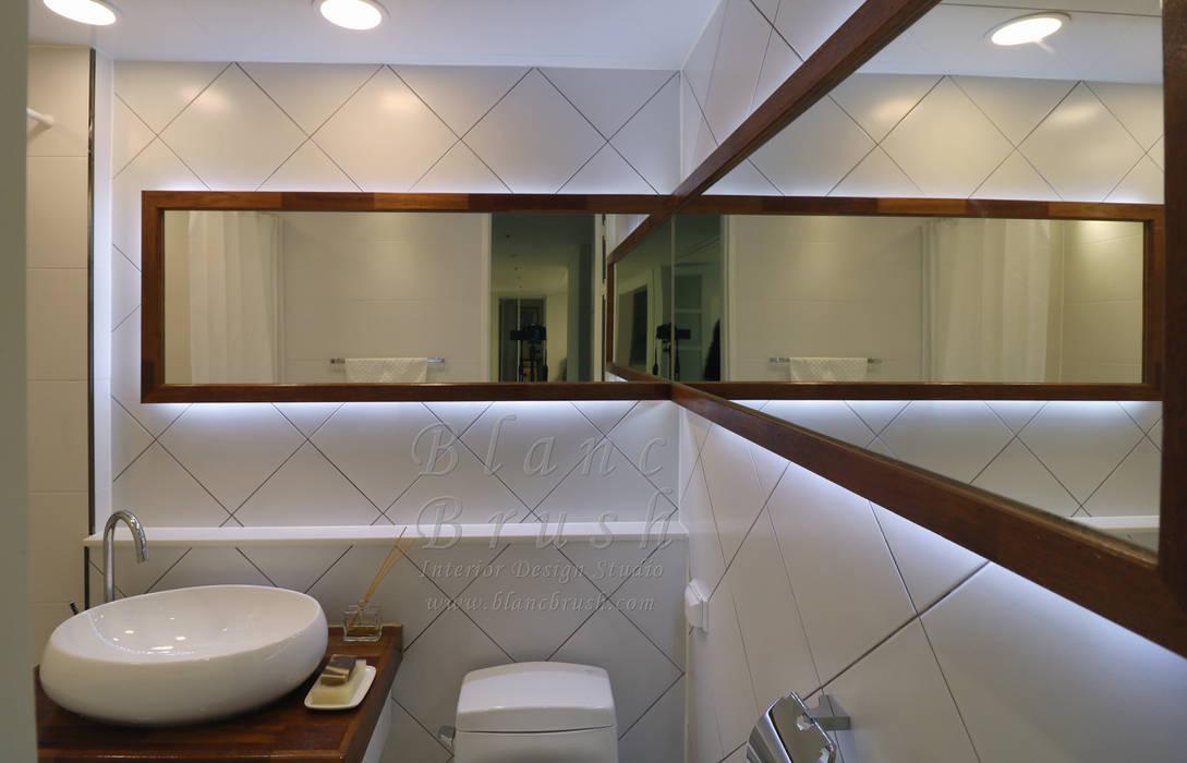 Baños de estilo moderno de 블랑브러쉬 Moderno