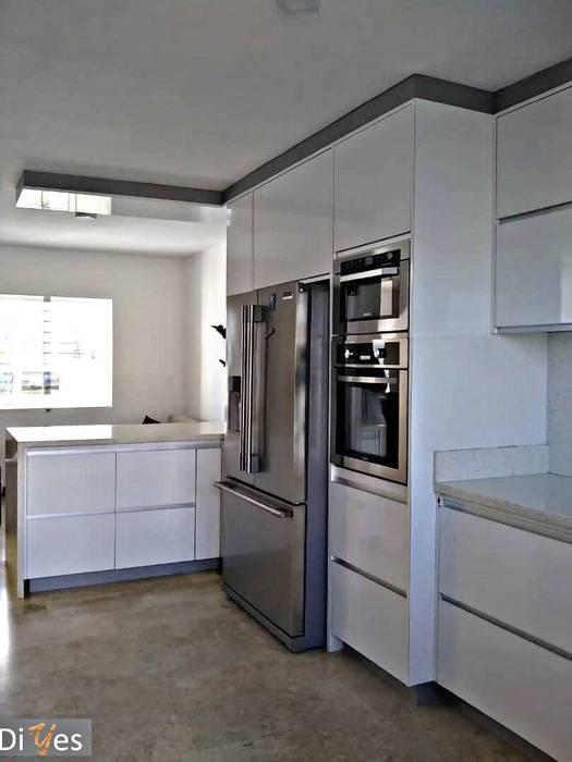 Vista Interior Diyes Home CocinaEstanterías y gavetas Derivados de madera Blanco