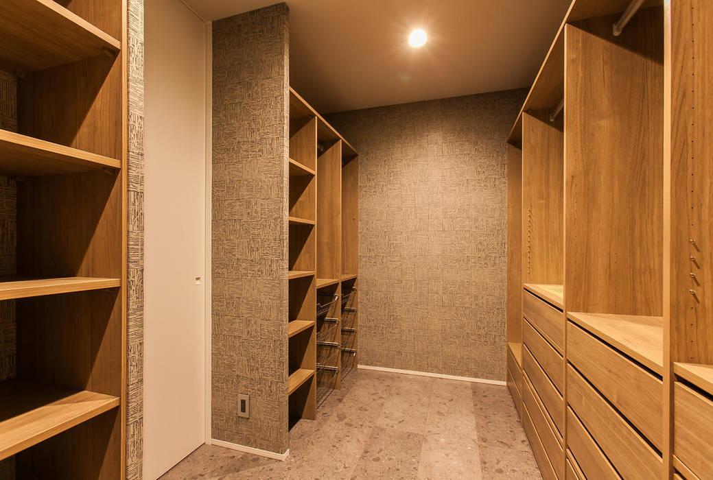 O.M.T. house: Kei設計室が手掛けたウォークインクローゼットです。