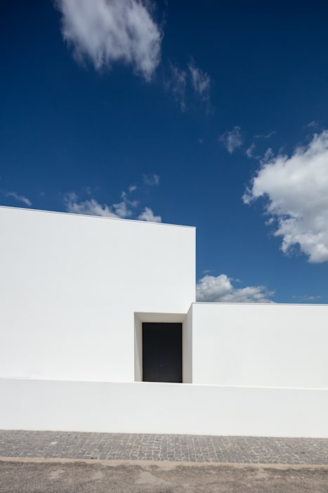 Rumah oleh Tiago do Vale Arquitectos, Modern