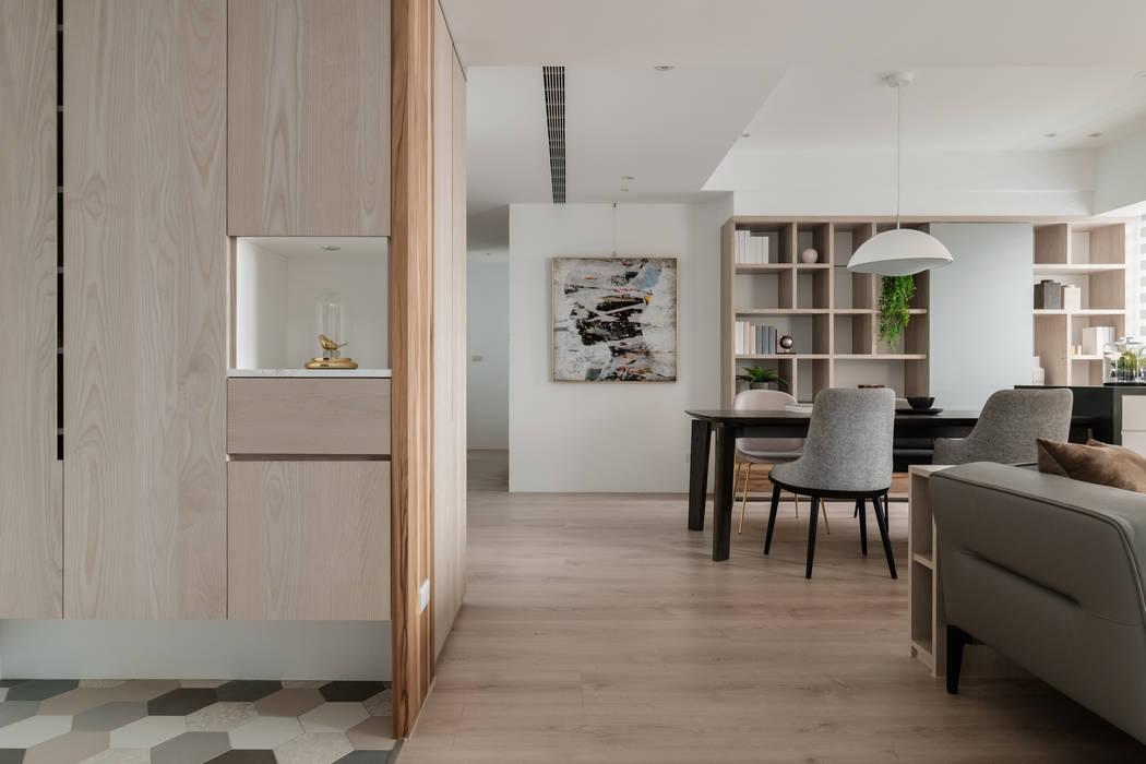 Corridor & hallway by 築川設計, Scandinavian