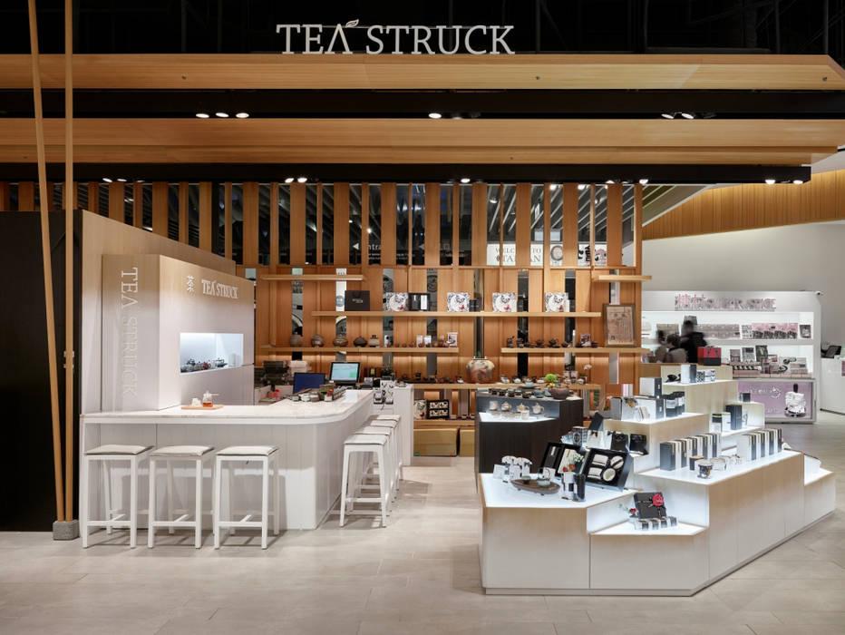 位於台北101的展示櫃位:  辦公空間與店舖 by SECONDstudio,