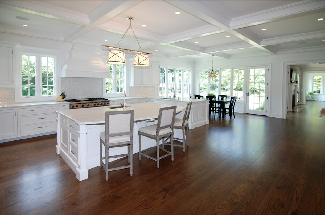 Custom Colonial Home, Westport CT by DeMotte Architects DeMotte Architects, P.C. Kitchen