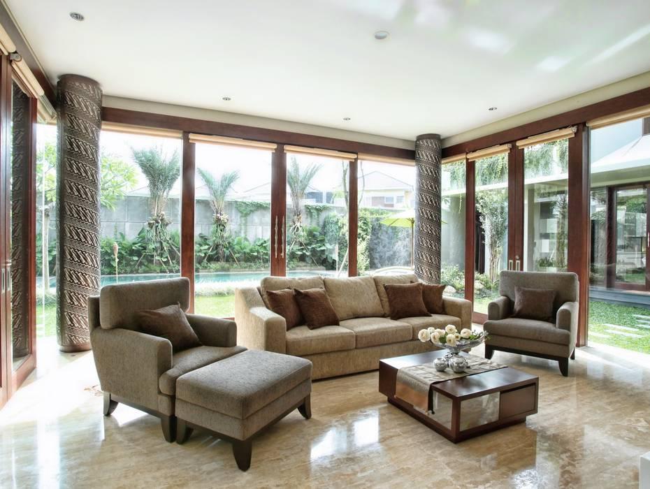 CITRUS GARDEN: Living room oleh PT Graha Vilato Kreasindo,