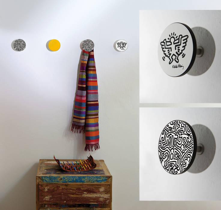 Pop Art alle pareti!: Pareti in stile  di Creativando Srl