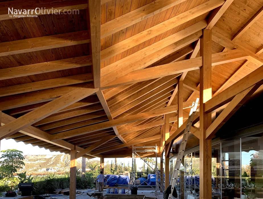 Estructura de madera para cubierta de NavarrOlivier Moderno Madera Acabado en madera