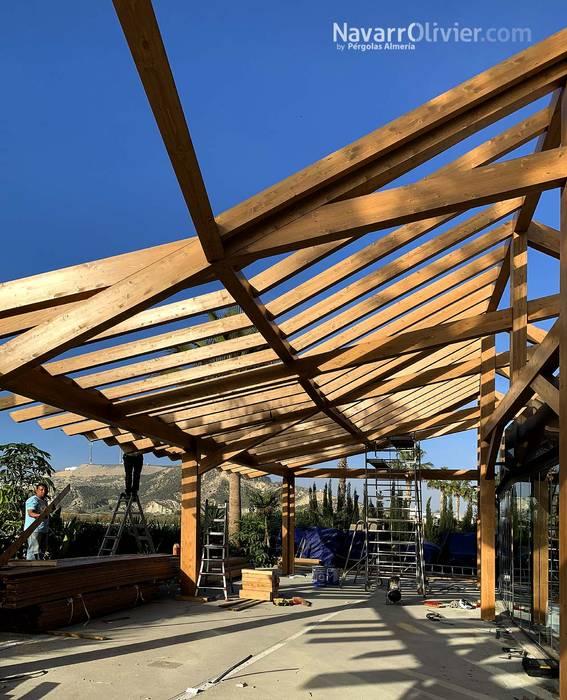 Construcción de estructura de madera de NavarrOlivier Moderno Madera Acabado en madera