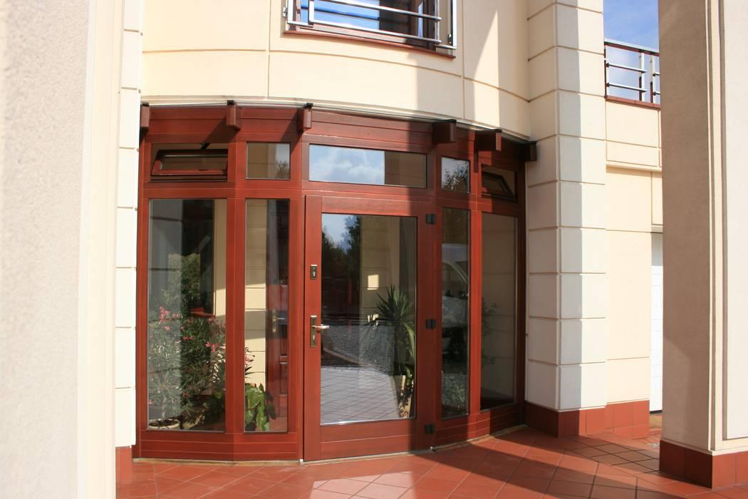 Klassische Fenster & Türen von GRACJA SP. Z O.O. Klassisch Holz Holznachbildung