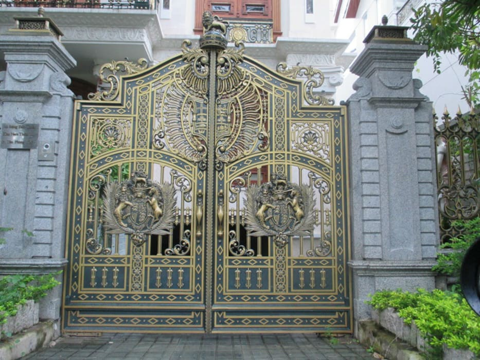 Nhận thiết kế cổng nhôm đúc theo phong thủy:  Cửa bên trong by CÔNG TY CỔ PHẦN SẢN XUẤT HOÀNG GIA HÀ NỘI, Bắc Âu Đá hoa